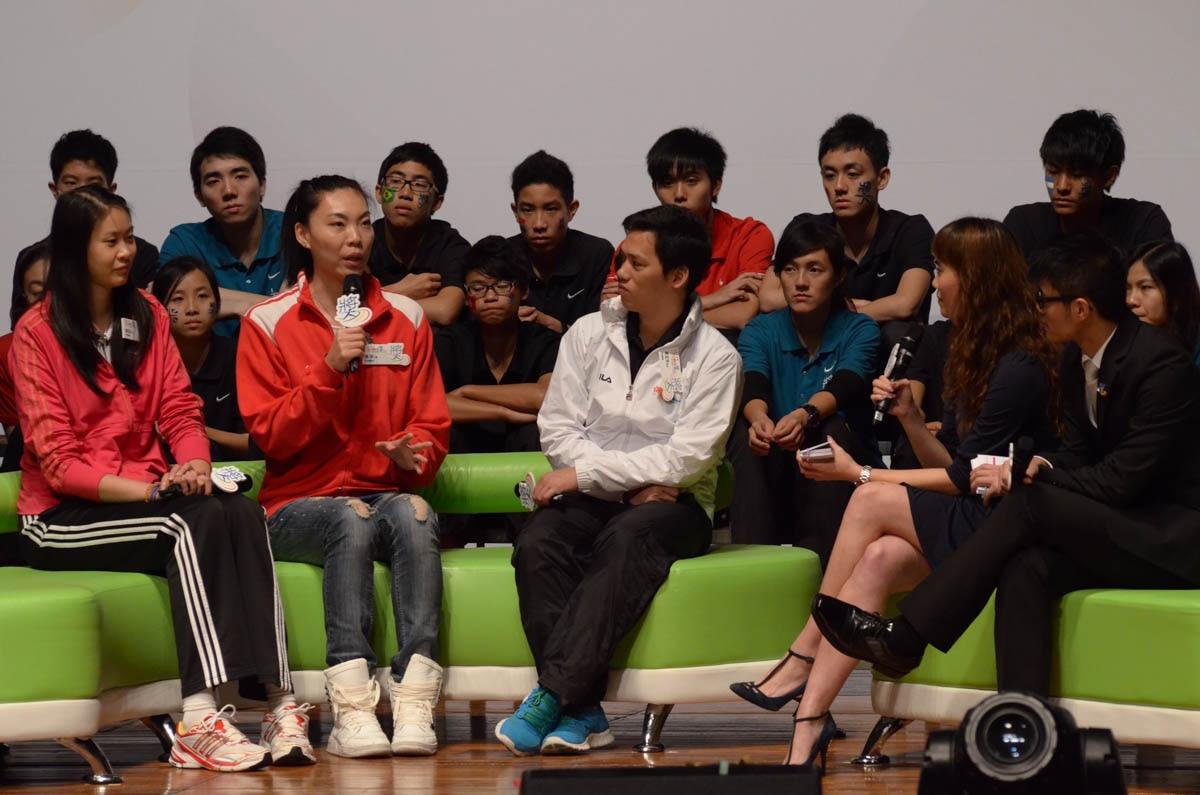 Elite Athlete Sharing - Miss Zhang Ping (Left 2) | 精英運動員分享 - 張萍小姐 (前左二)