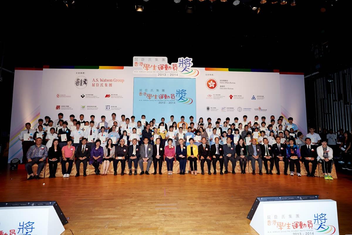 Guests and award winners(1) | 嘉賓與得獎同學合照(1)