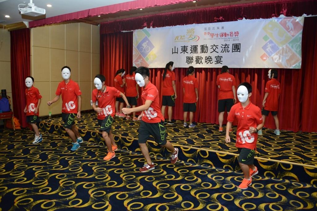 Team performance in Celebration Dinner | 聯歡晚宴之小組表演